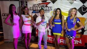 Chicas bellas siempre presente en todos los eventos del automovilismo nacional.